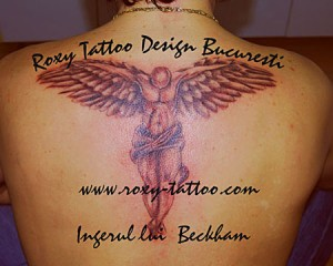 model tatuaje spate baieti inger beckham