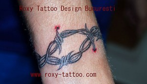 bratara mana sarma ghimpata tatuaje Roxy model