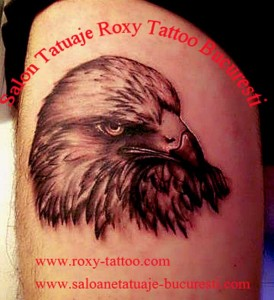 salon tatuaje bucuresti roxy tattoo model vulturi old school